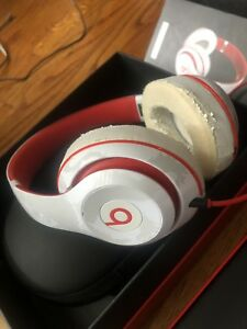 Beats-by-Dre-Studio-2-0-Wired-Over-Ear-Headphones-White-with-Red-Tone-B0500