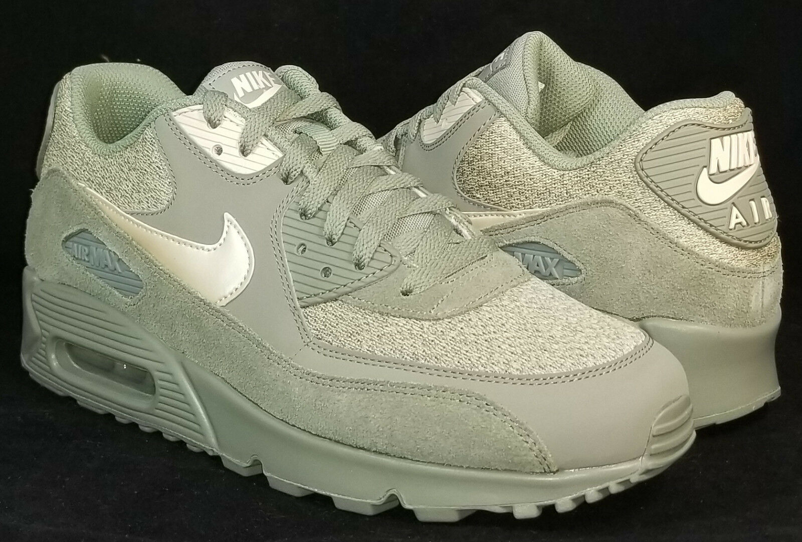 NIB NIKE Mens 10.5 AIR MAX 90 ESSENTIAL 537384 096 CASUAL LIFESTYLE SHOES 110