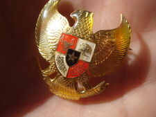 Yelloe Tin Enameled Symbol New Zeland BADGE BHINNEKA TUNGGAL IKA badge