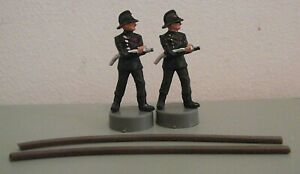Original Spot-On Firemen figures x2 with Repro Brown Rubber Hoses - (ODD153)