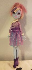 Abbey-Bominable-Welcome-to-Monster-High-Dance-the-Fright-Away-Doll