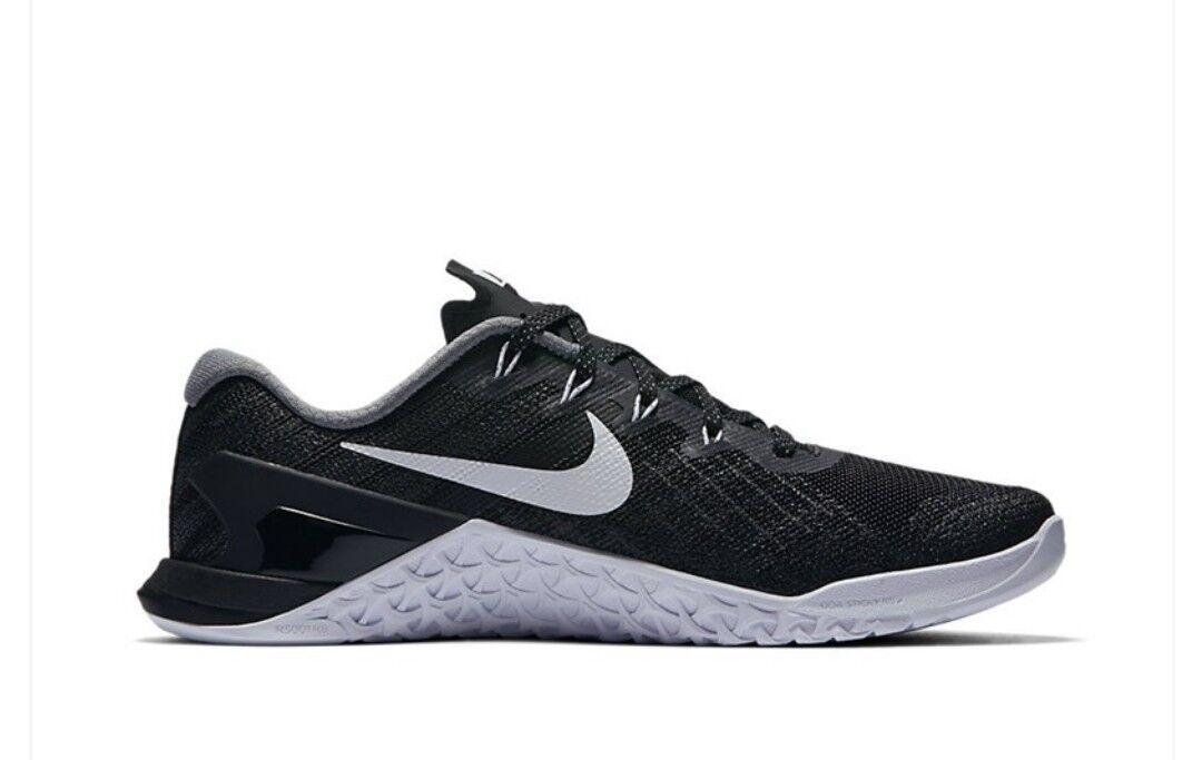 Wmns Nike Metcon 3 UK 9.5 EUR 44.5 Noir Blanc Neuf 849807 001 Training