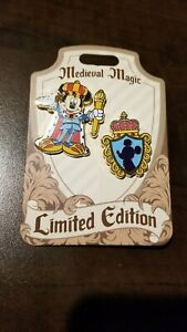 Disney-Medieval-Magic-2-Pin-Set-LE-1000-King-MICKEY-MOUSE-amp-Crest-Shield-DLR