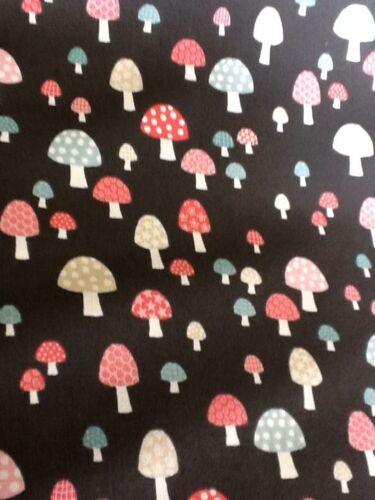 Fat Quarter Mini Shrooms In Black 1308 Cotton Quilting Fabric Makower Uk