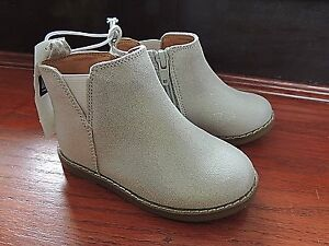 Toddler-Girls-Shoe-Size-7-BABY-GAP-Silver-Sparkle-Zip-Ankle-Boots-Shoes-NWT