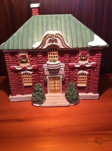 Christmas O Scale Model Train 1991 Lemax Dickensville Lightable Beadwell Bank