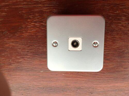 Un électrique gris Metalclad blindé tv prise 1 gang blanc ins 40mm backbox