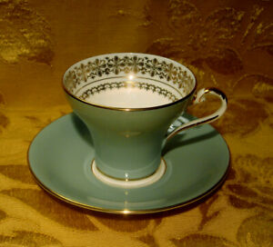 AYNSLEY-CORSET-CUP-amp-SAUCER-SAGE-GREEN-GOLD-MADE-IN-ENGLAND