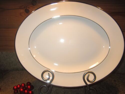 "Wedgwood Carlyn bone china 14"" oval serving platter R4302 Excellent!"