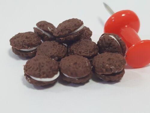 10 PCs.of Dollhouse miniature Homemade Oatmeal Chocolate Cream Pies