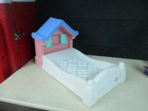 LITTLE TIKES STORYBOOK COTTAGE BABY DOLL BED VINTAGE ...