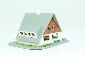 Spur-N-kleines-Wohnhaus-Einfamilienhaus-Jagdhaus-Jagdhuette-fertig-aufgebaut