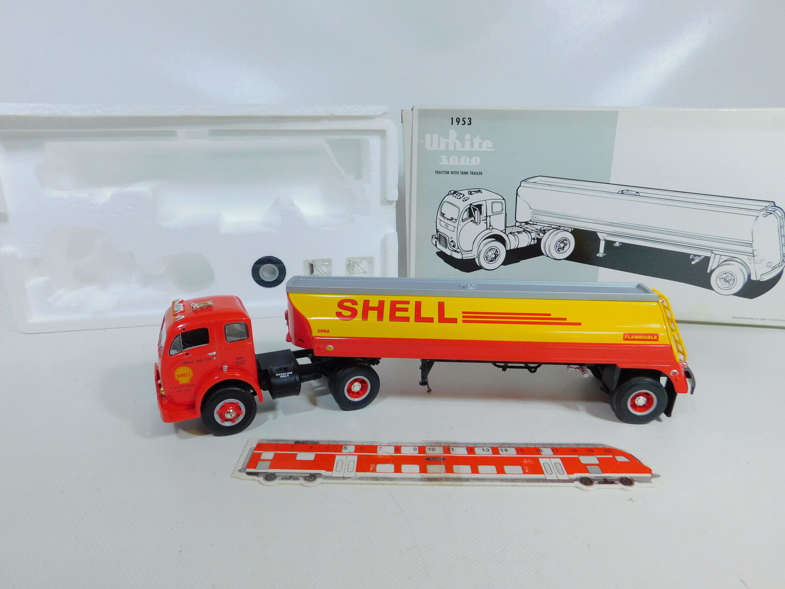 CA121-2  First Gear 1 34 19-1953 Tank Truck White 3000 1953 Shell, Very Good + OVP