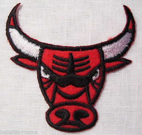 ÉCUSSON PATCH BRODÉ thermocollant ** 7,5 x 7,5 cm ** TÊTE TAUREAU BULL ROUGE