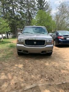 Cadillac escalade 3000$$