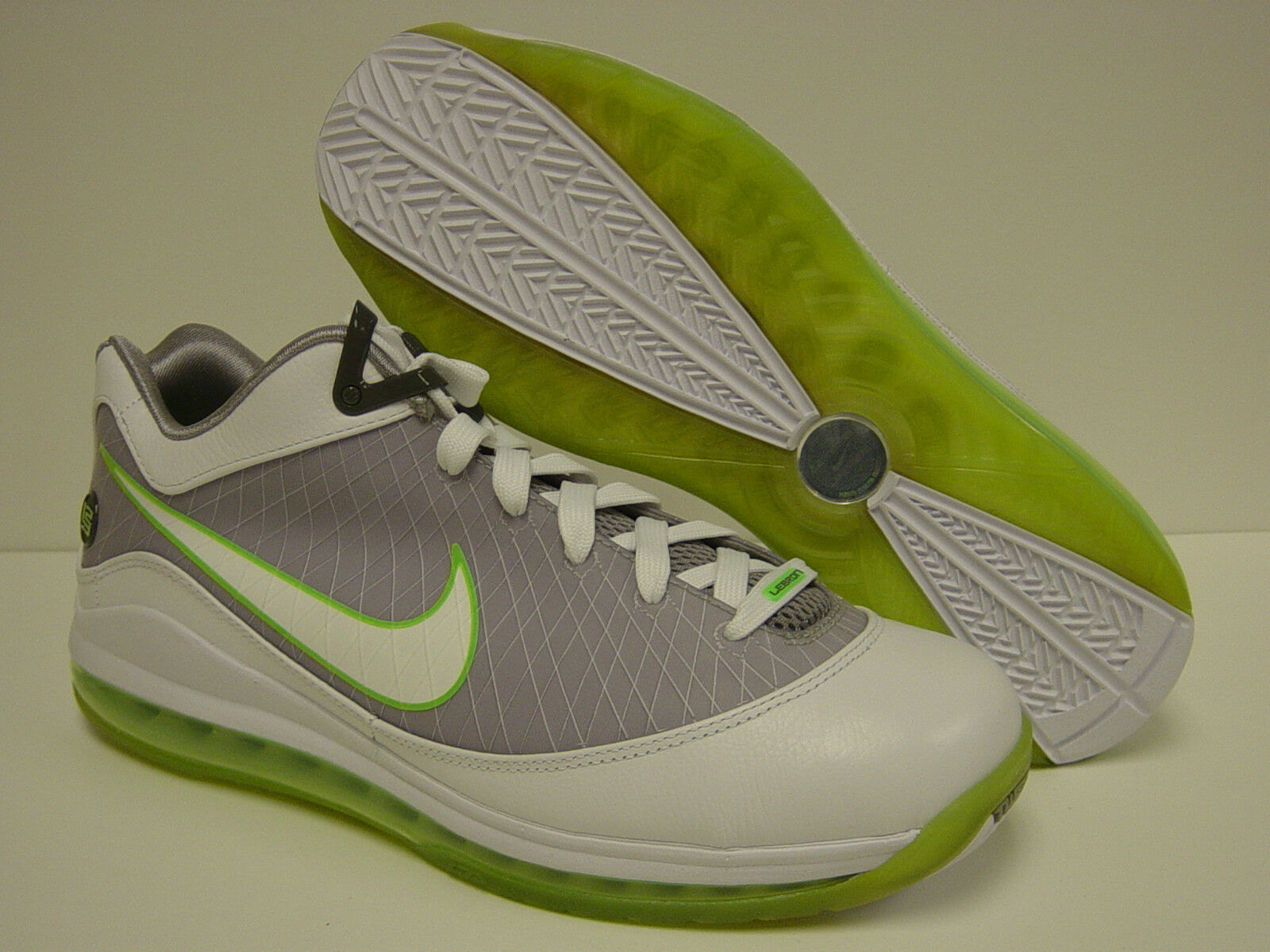 NEW Mens NIKE Air Max LEBRON VII Low 412230 001 White Green Sneakers Shoes