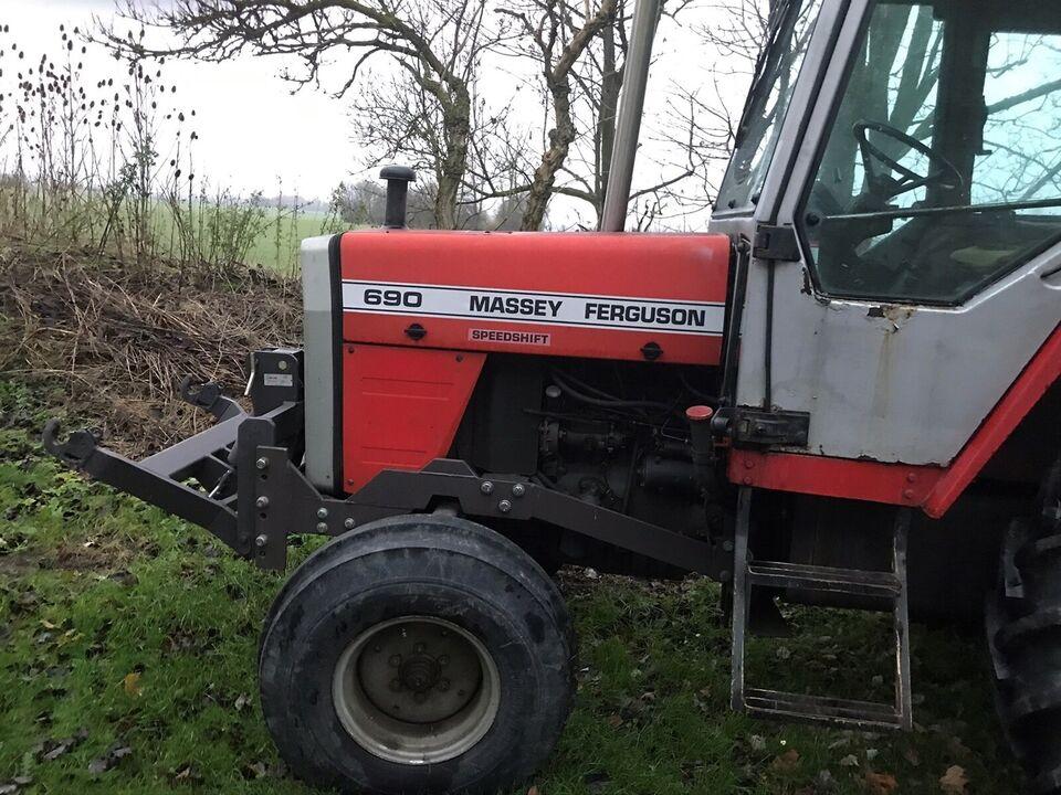 Massey Ferguson 690 Turbo.