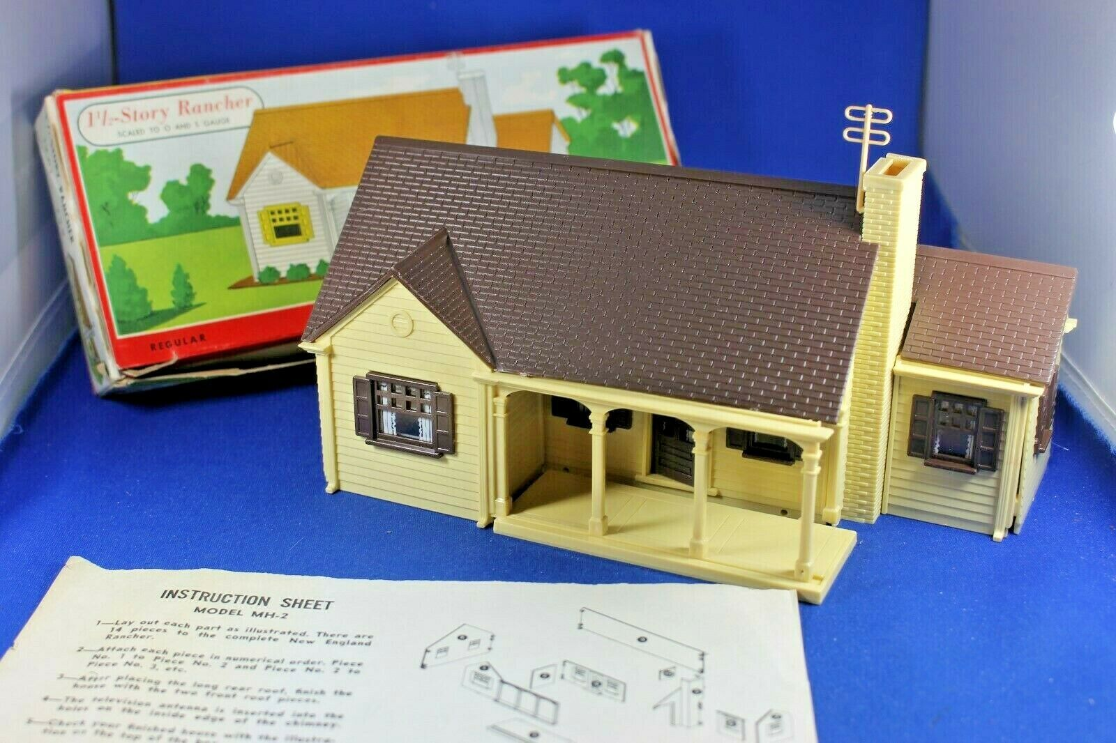 Plasticville -  2 Story New England Rancher - Gloss Brown Trim - HTF.