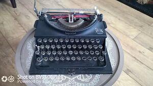 Vintage Imperial 'Good Companion' portable Typewriter