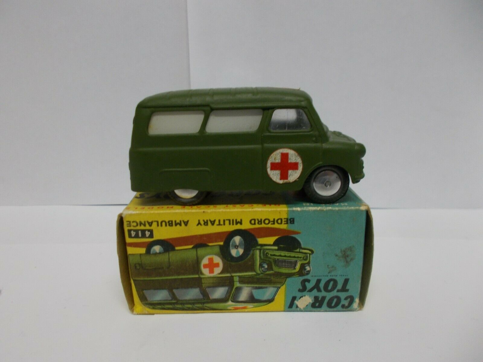 Corgi 414 bedford miltary ambulance boxed 1961