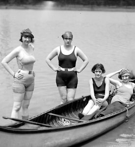 Swimsuits-roaring-20s-Photo-4-gals-in-canoe-1920-Flappers-Jazz-Prohibition-era