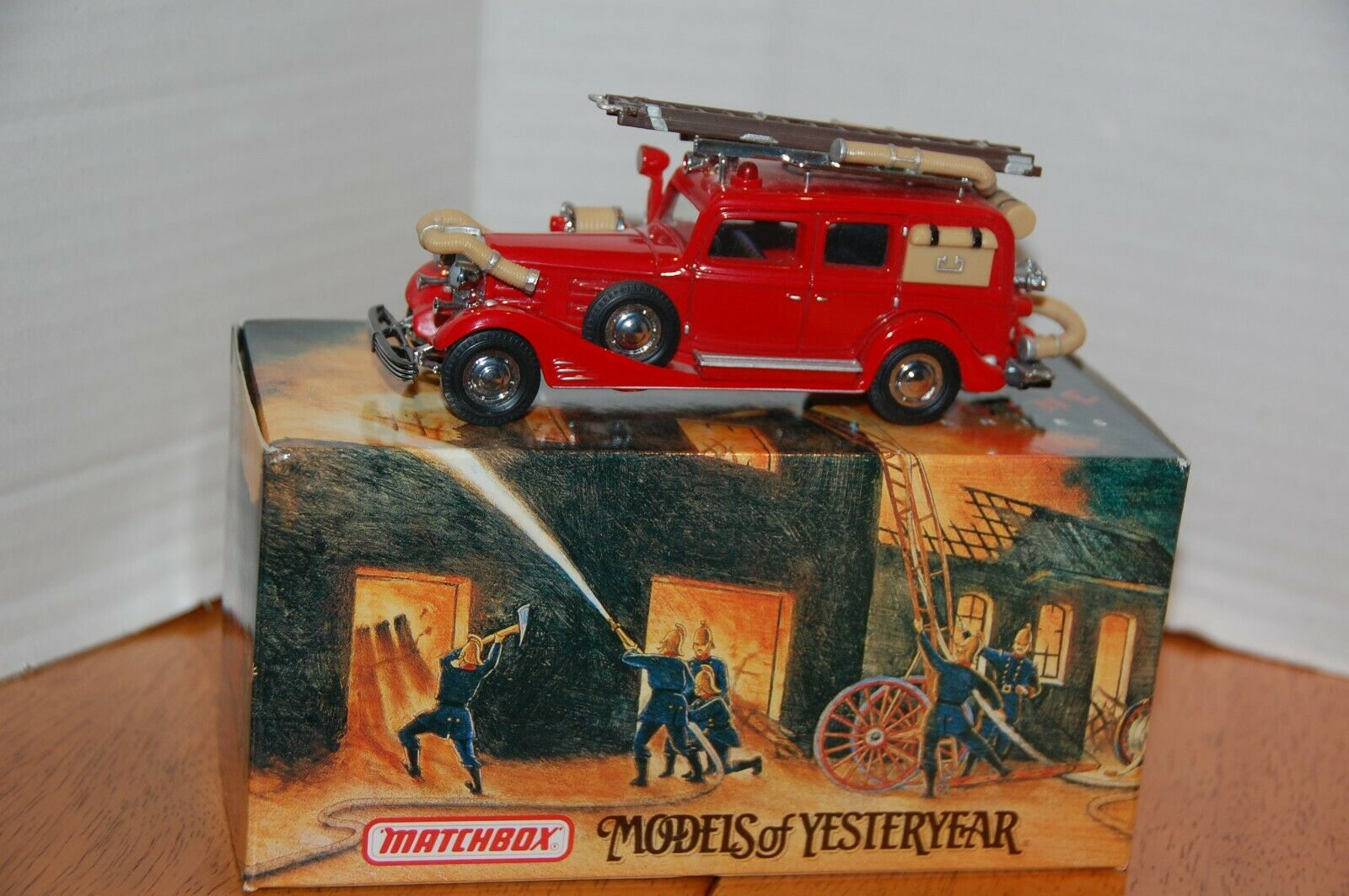 1933 Cadilac Fire Wagon, Fire Engine Series Matchlåda modelllllerler of Yesteryear YFE03