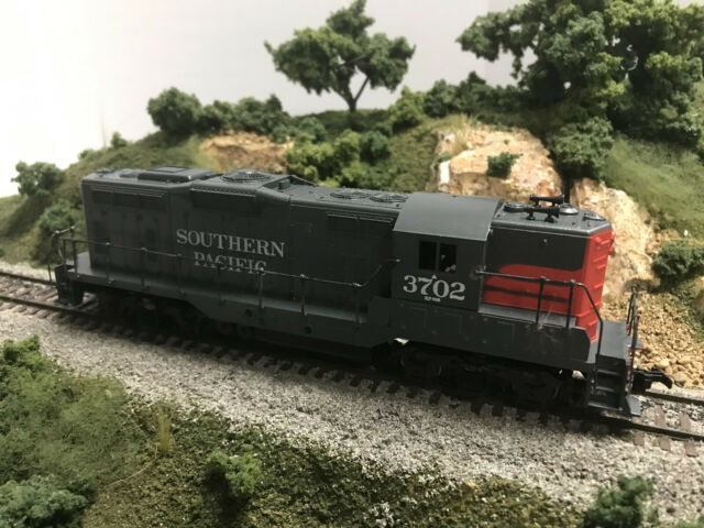 HO Athearn 3153  SP Southern Pacific  GP9 Locomotive SP #3702 OB runs great