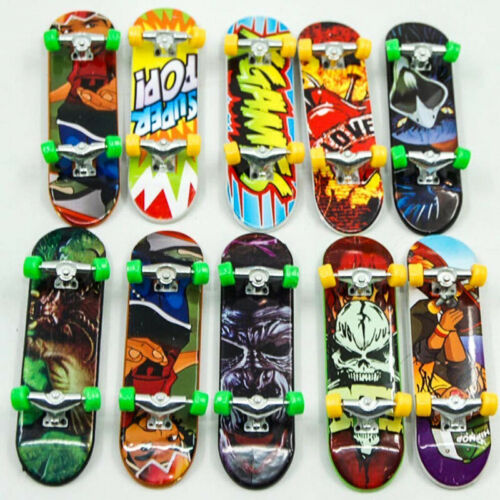 1 pc Finger Toy Mini Skateboard Kids Playing Toy Child Fingerboard Random Color