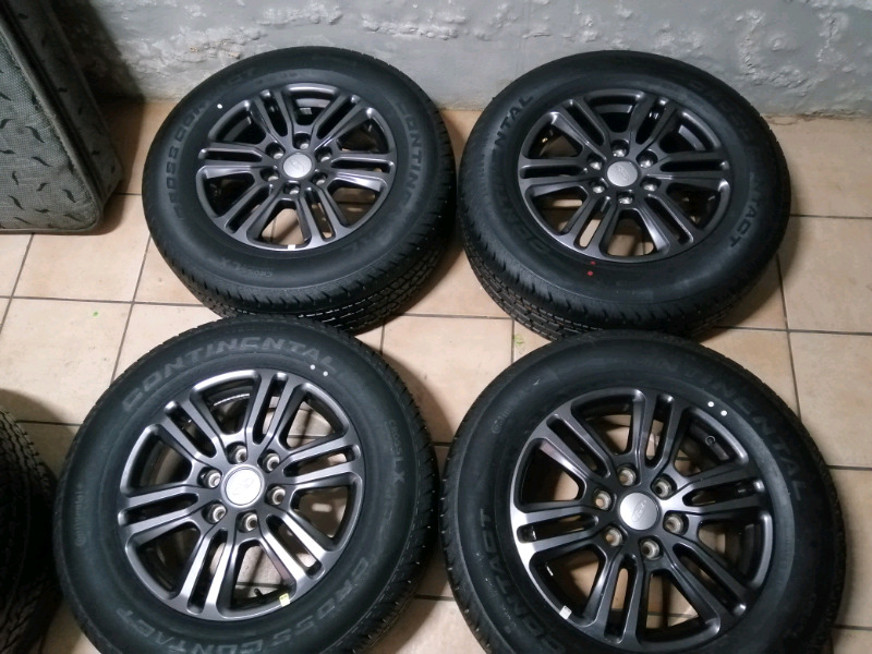 A set of brand new Ford ranger wildtrak wheels with center caps