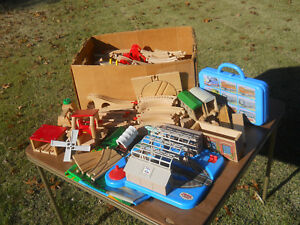 Mixed-lot-169-Pieces-Thomas-the-Train-Wood-Tracks-Carrying-Case-Knapford-Station