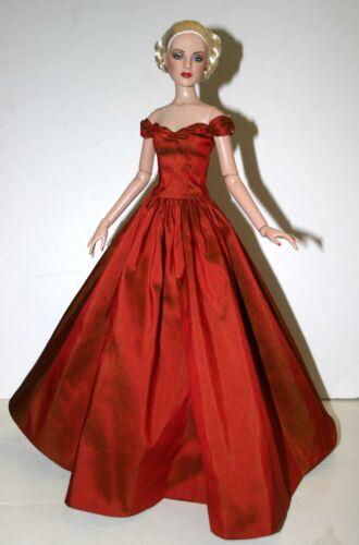 Splendor Doll Clothes Sewing Pattern for Cami /& Antoinette dolls Tonner
