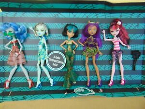 MONSTER-HIGH-SKULL-SHORES-5-PACK-GHOULIA-FRANKIE-CLEO-CLAWDEEN-DRACULAURA-doll