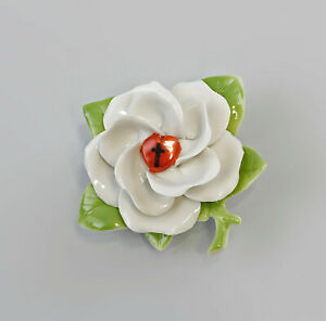 9944378-Hand-Sculpted-Porcelain-Table-Rose-034-Luther-Rose-034-cross-Kammer-8x3cm