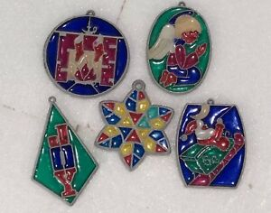 5-Stained-Glass-Plastic-Ornaments-Angel-Joy-Snowflake-Santa-Sleigh-Fireplace