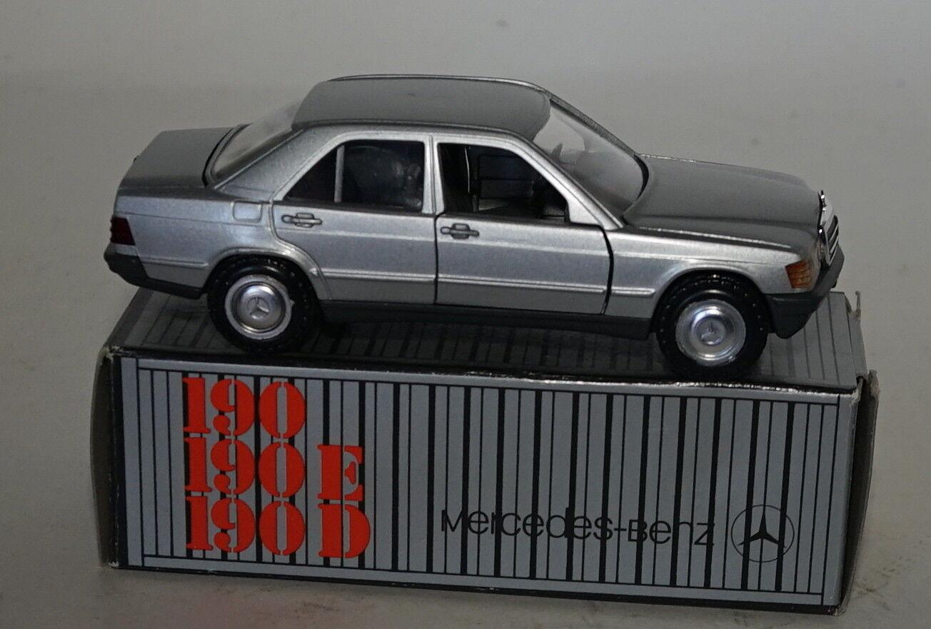 Conrad 1182 Mercedes Benz 190 en Argent en 1 35 Echelle