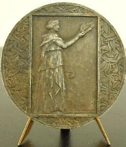 Medaille-offert-par-les-etablissements-Pernod-allegorie-de-la-victoire-Medal