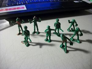 VINTAGE-LOT-OF-8-GREENBRIER-INTERNATIONAL-INC-PLASTIC-TOY-ARMY-SOLDIERS-2-INCH