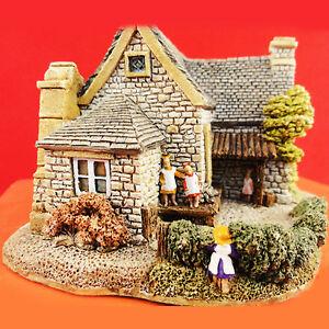 """VILLAGE SCHOOL NEW IN BOX 3.25"""" tall made in England ENGLISH NORTH LILLIPUT LANE"""
