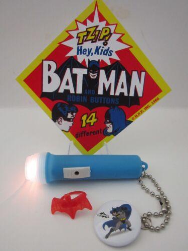 RING BATMAN /& ROBIN SUPERHERO TOY COLLECTION PINBACK FLASHLIGHT /& SIGN