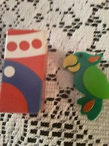 Avon-PIN-PARROT-PERKY-Bird-Vintage-Childs-Brooch-Jewelry-1970-039-s-NOS-IN-BOX-MINT