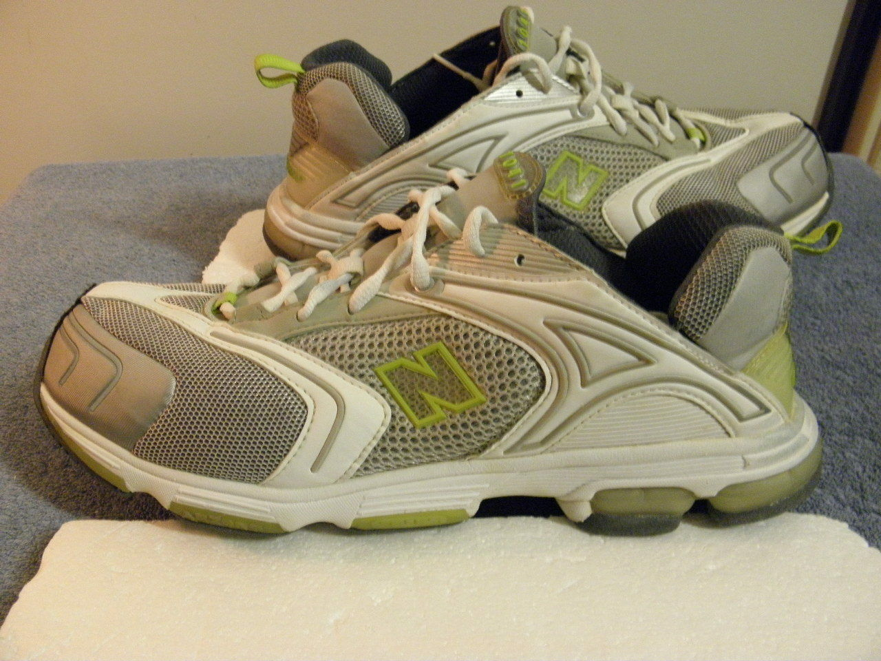 New Balance 1041 vintage running shoes size 13 womens 11.5 mens EUC MSRP