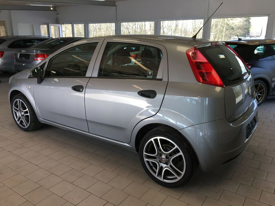 Fiat Grande Punto 1,2 69 Active Benzin modelår 2012 km 80000