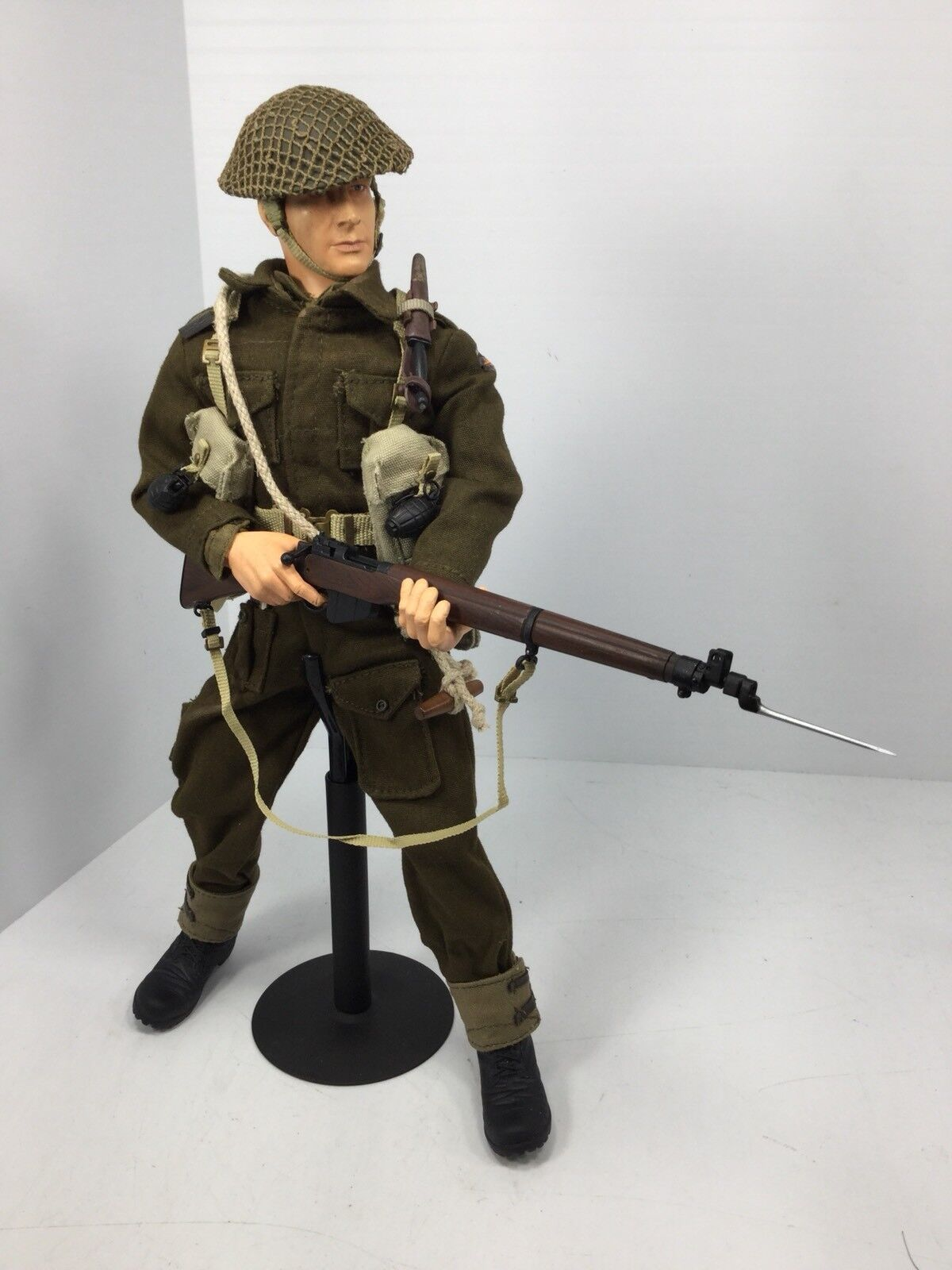 1 6 BBI BRITISH ROYAL COMMANDO NORMANDY LEE-ENFIELD+STAND DRAGON DID 21 WW2