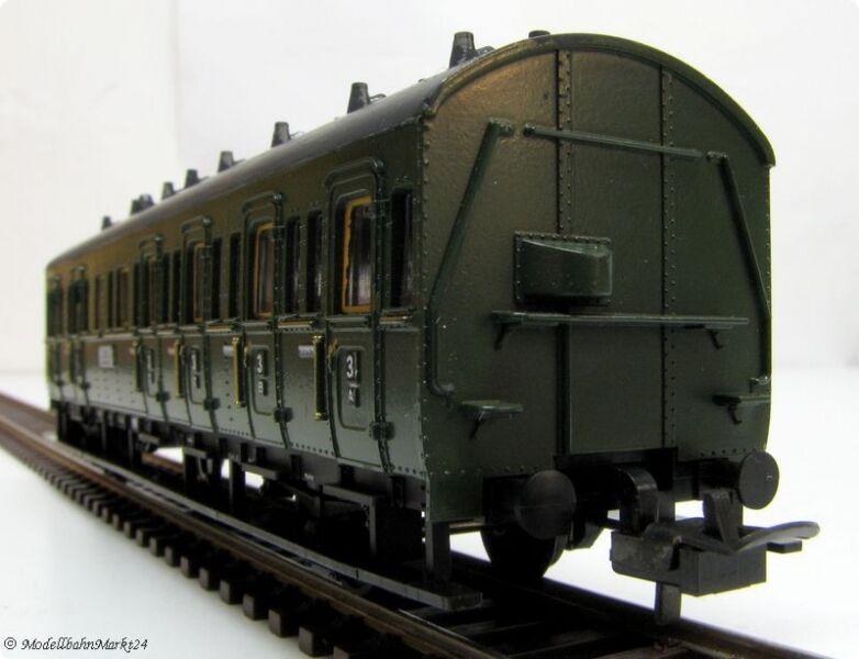 Trix 52 3758 00 Compartment Car 2. 3. Class Roof Matte