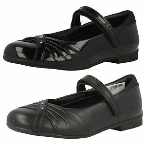 NEW CLARKS DOLLY SHY OLDER Girls BLACK PAT Leather SCHOOL SHOES VARIOUS SIZES