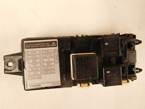 image is loading 2000-volvo-s40-1-9l-fuse-box-assembly