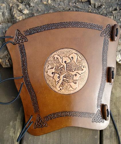 Armguard LARP BRACER 2 in rilievo Tono celtica CAVALLI Leather Archery Arm Guard
