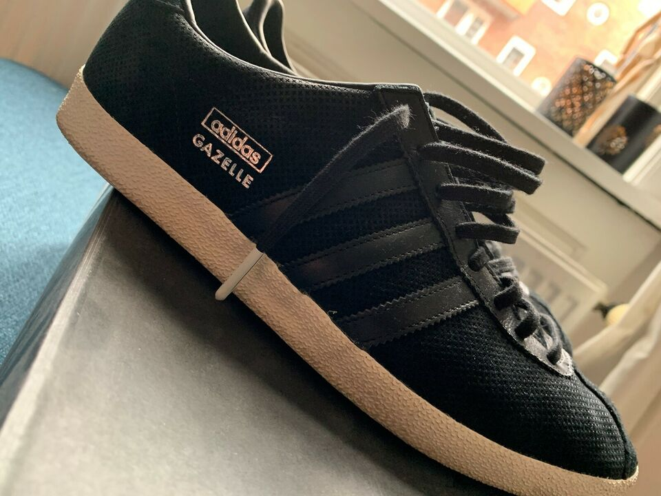 Sorte sneakers fra Adidas i str 5