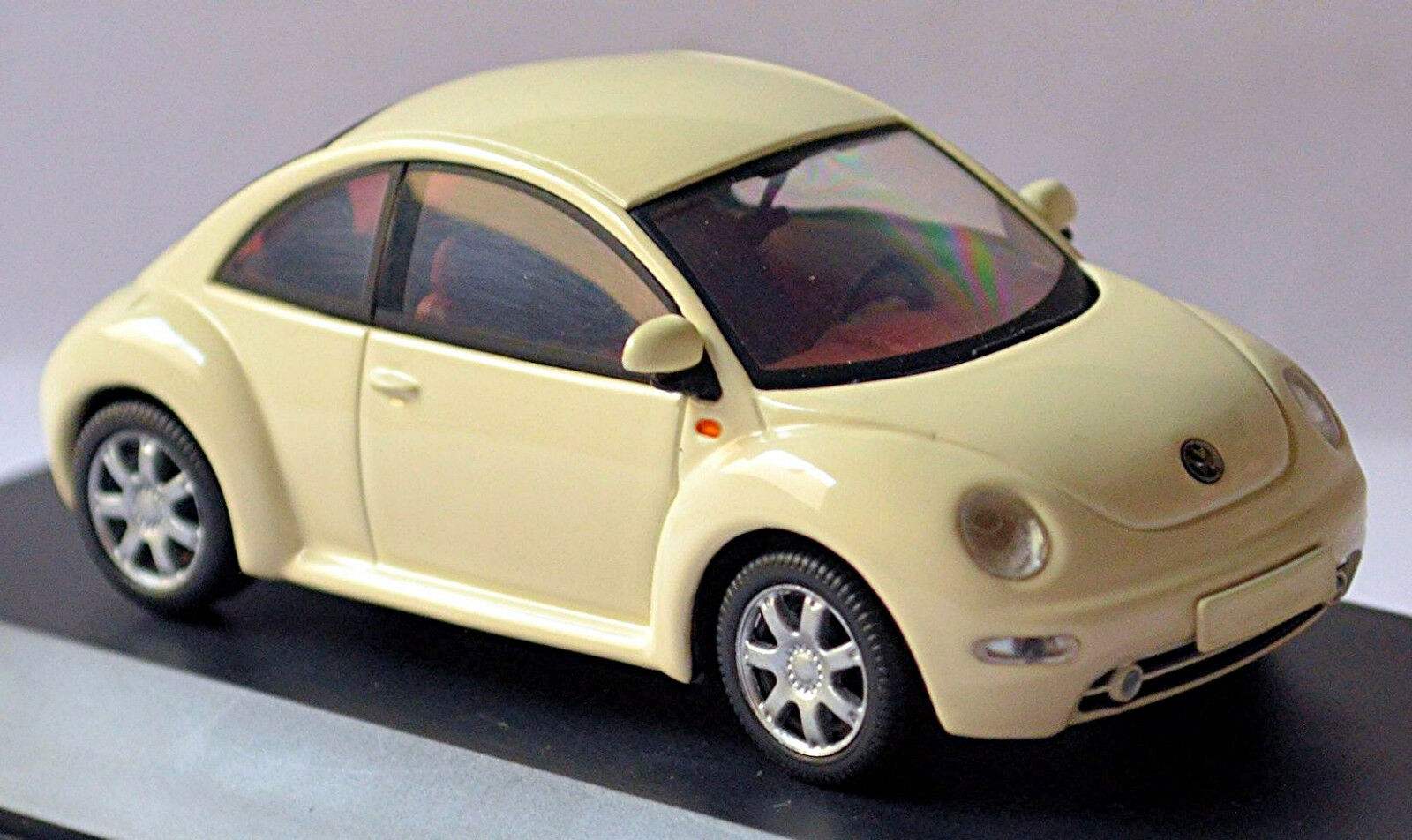VW Volkswagen New Beetle Tipo 9C 1997-2005 whiteo whiteo 1 43 Schuco