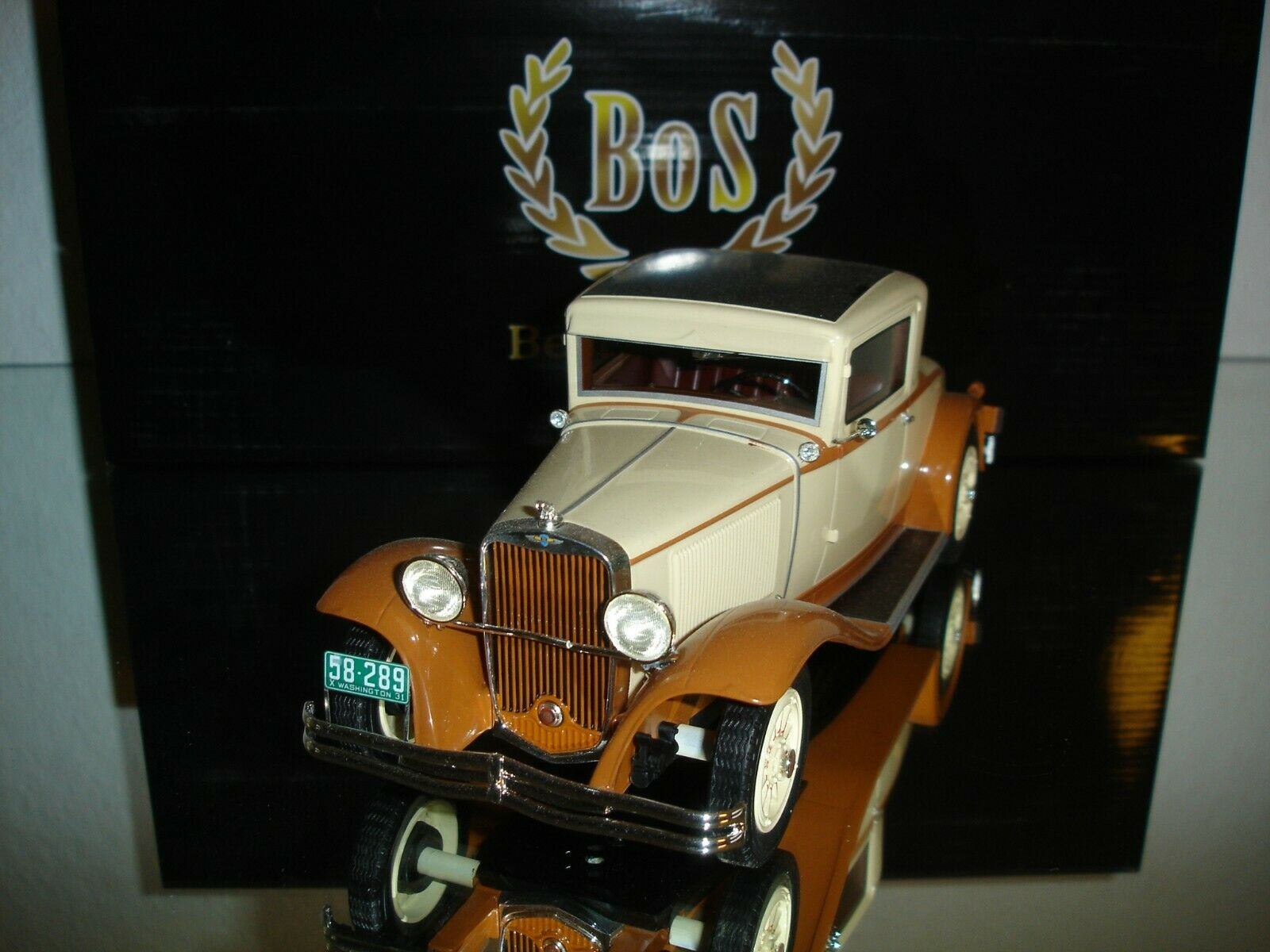 NEU 1 18  Dodge Eight DG Coupe creme braun BOS